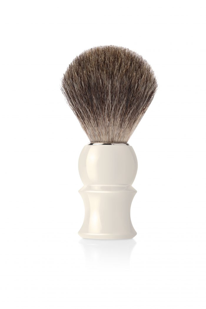 Четка за бръснене с естествен косъм от сив язовец, с пластмасова дръжка цвят слонова кост
